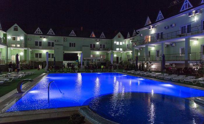 Освещение Бассейна в отеле в Николаевке в Крыму
